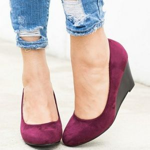 Burgundy Wedges 👠